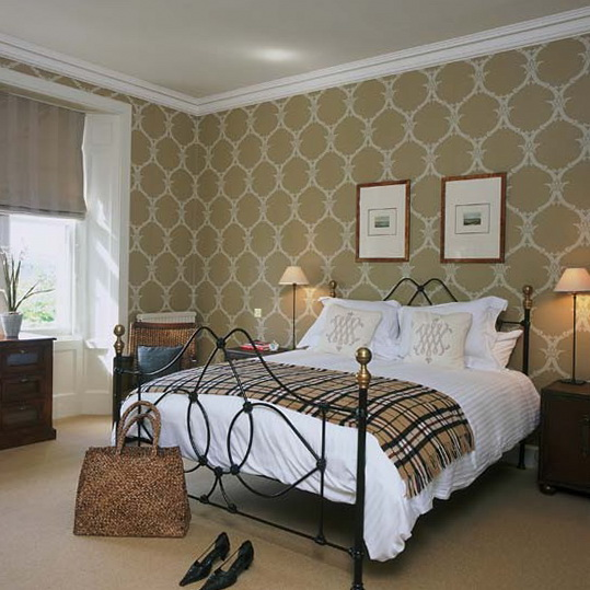 traditional decorating ideas bedrooms bedroom with patterned wallpaper