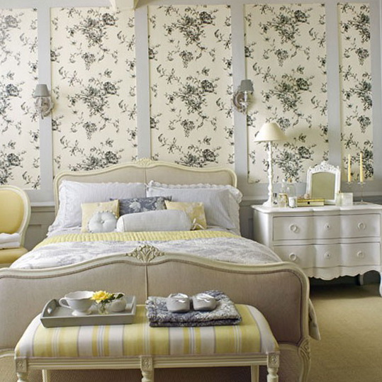 1 country house bedroom ideas floral country bedroom floral prints traditional wallpaper - Floral Wallpaper Bedroom Ideas