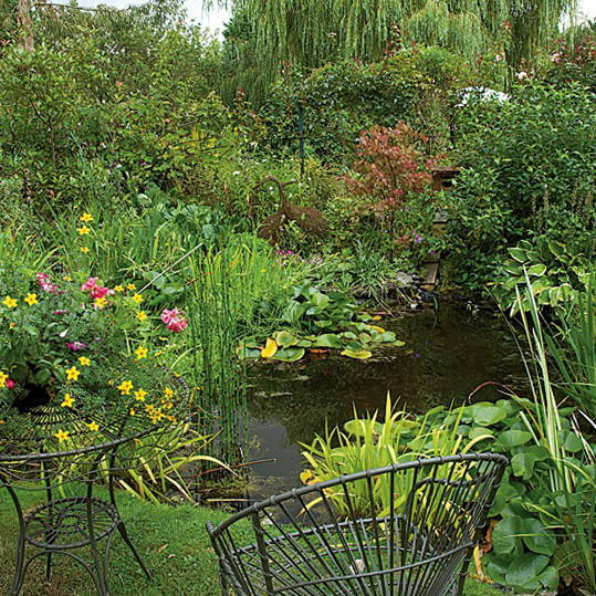 Ideas for country gardens ideas for home garden bedroom for Putting in a pond
