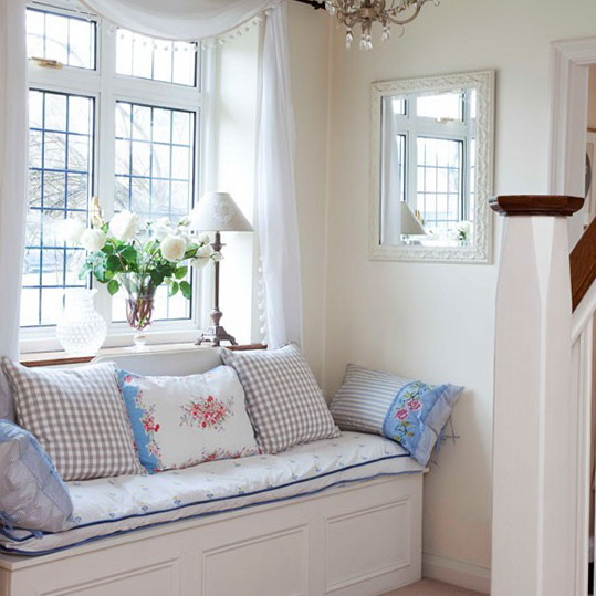 Decorating Ideas 15 Window Seats: Decorating Ideas For Small Hallways