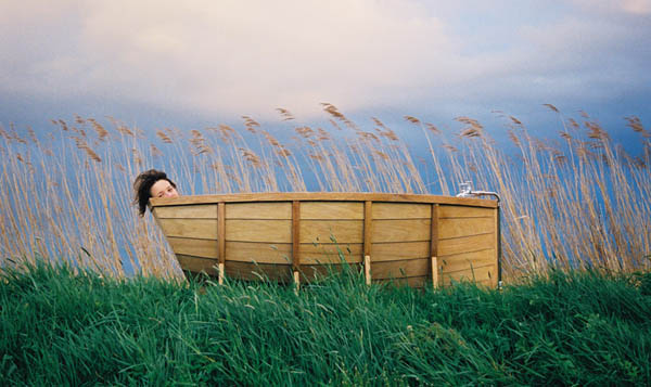 1-striking-bath-boat
