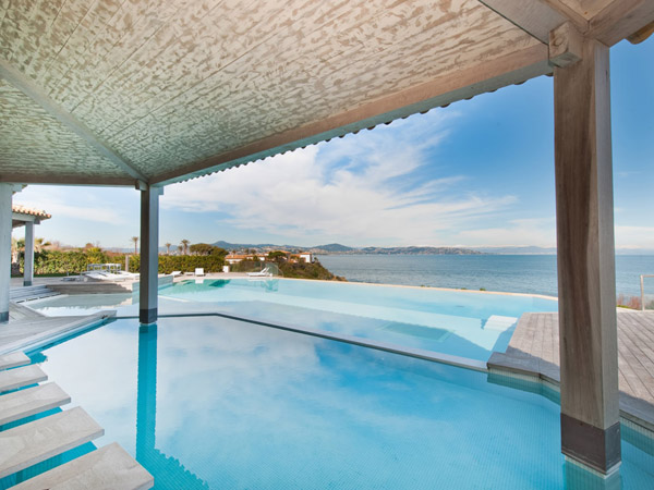 1-sea-front-villa-magnificent-views