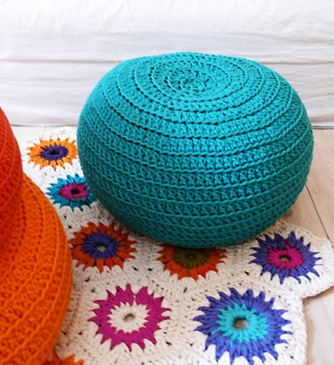 The crochet rug makes ideas for home garden bedroom for Crochet decorations for home