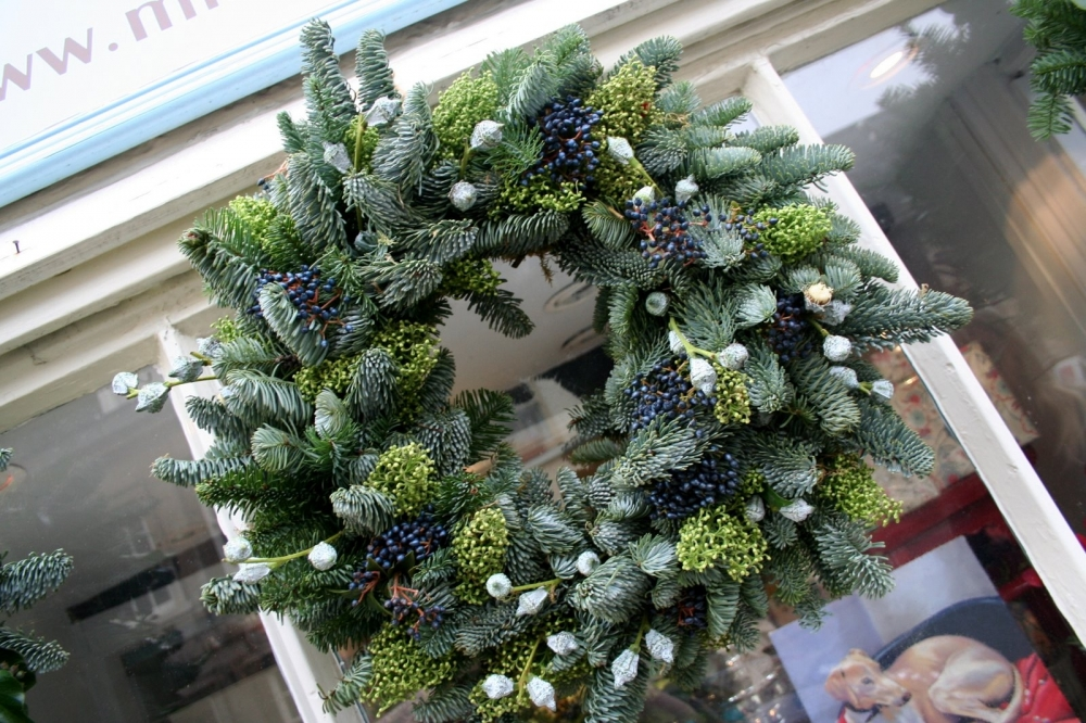 Christmas Wreath On The Door With His Own Hands Ideas