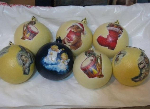 1-years-decoupage-making-christmas-decorations