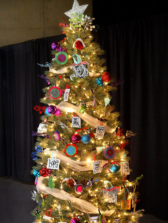 Amazing Unique Christmas Tree Decorating Ideas 550 x 733 · 181 kB · jpeg