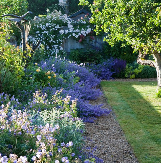 Garden in the style of the country ideas for home garden for Country garden ideas