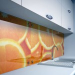 Advantages of Using Glass Wall Panels in the Kitchens