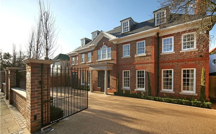 The most luxurious house in london roehampton gate for Luxury homes in london
