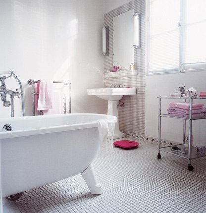 White bathroom ideas for home garden bedroom kitchen - Salle de bain maison ancienne ...