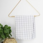 Simple and elegant hanger with their hands
