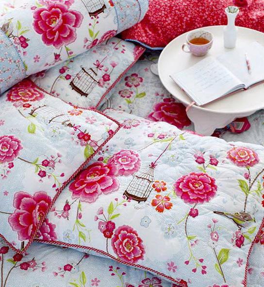 1-white cushions