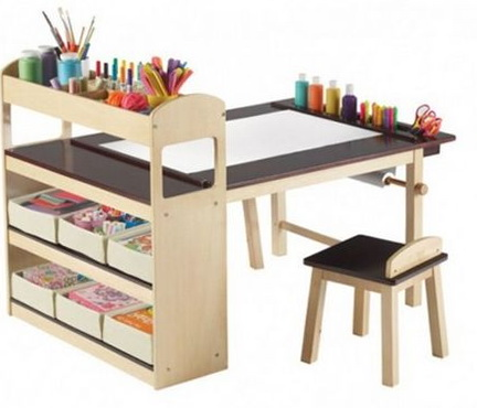 1-childrens-table-creativity