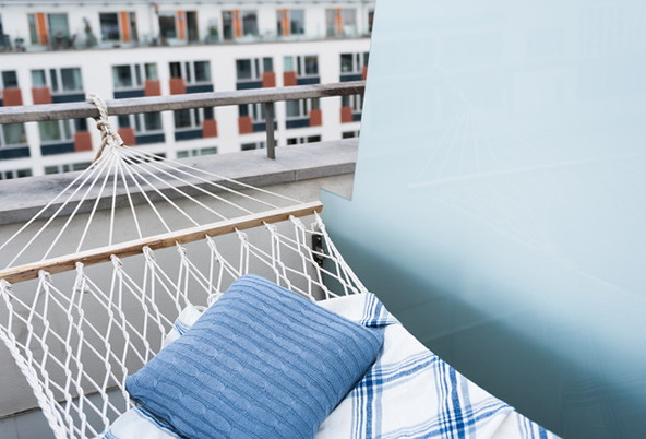 Beautiful apartment in stockholm a post industrial area for Balcony hammock