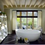 Bathroom: layout and decor