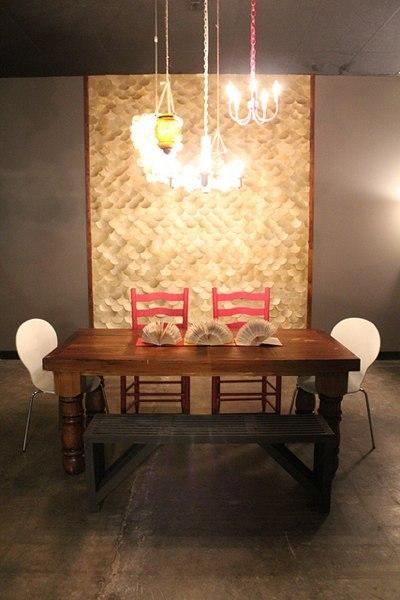 1-luxury-decorative-gold-panels-hands