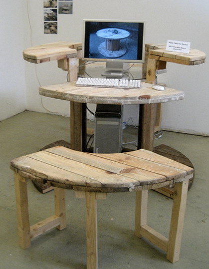 1-computer-table-stuff-wooden-cable-reels_resize2
