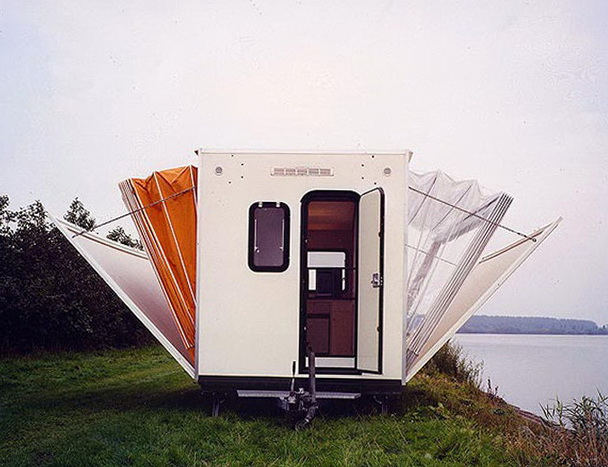 1-merry-mobile-cottage-wheels