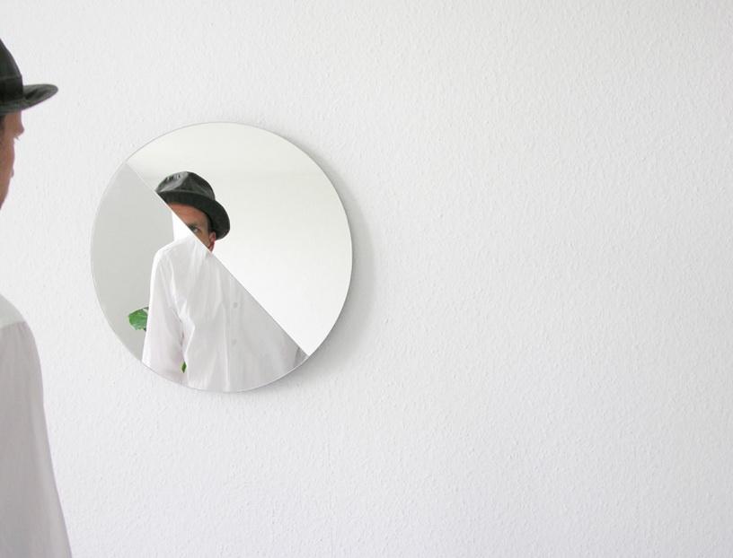 1-mirror-shows-parts-room