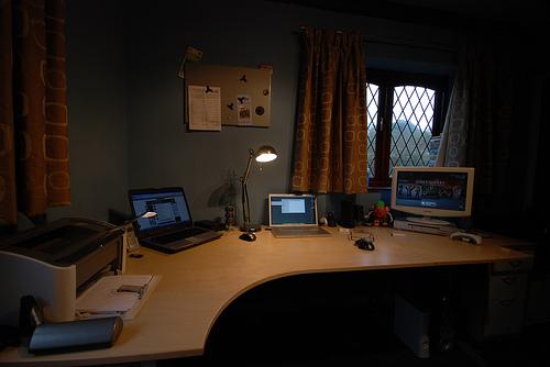 1-corner-desk